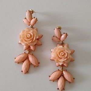 Peach flower dangle earrings new with tags